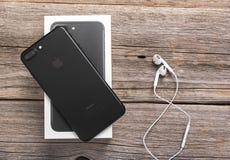 Νέο μαύρο iPhone 7 συν Στοκ φωτογραφία με δικαίωμα ελεύθερης χρήσης