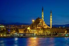 Νέο μουσουλμανικό τέμενος & μπλε ώρα στοκ εικόνες με δικαίωμα ελεύθερης χρήσης