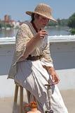 Νέο νήμα παραδοσιακά 3 μαλλιού γυναικών περιστρεφόμενο Στοκ Εικόνες