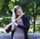 Νέο ξανθό κορίτσι που παίζει το κλαρινέτο, επεξηγηματικό σχέδιο διανυσματική απεικόνιση