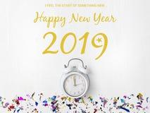 Νέο ξυπνητήρι έτους στο άσπρο υπόβαθρο στοκ φωτογραφίες με δικαίωμα ελεύθερης χρήσης