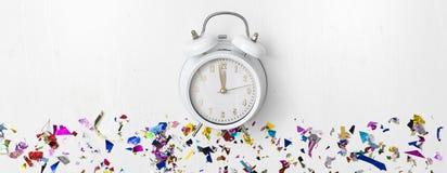 Νέο ξυπνητήρι έτους στο άσπρο υπόβαθρο στοκ εικόνα