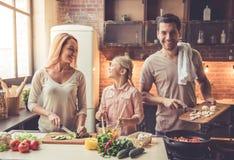 Νέο οικογενειακό μαγείρεμα Στοκ Εικόνες