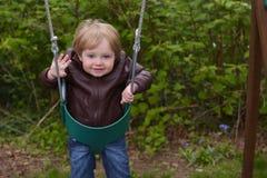 Νέο παιχνίδι αγοριών στην ταλάντευση Στοκ Εικόνες