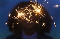 Νέο παιχνίδι γυναικών κοριτσιών με Sparklers Στοκ Εικόνες