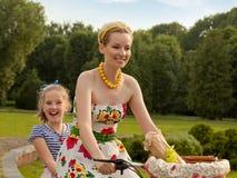 Νέο παιχνίδι μητέρων και κορών. Ημέρα μητέρων. Στοκ εικόνα με δικαίωμα ελεύθερης χρήσης