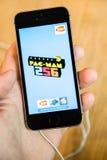 Νέο πιό πρόσφατο smartphone SE iPhone της Apple από τους υπολογιστές της Apple Στοκ εικόνες με δικαίωμα ελεύθερης χρήσης