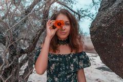 Νέο πορτοκαλί λουλούδι εκμετάλλευσης γυναικών στο μάτι της Στοκ Εικόνες