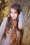 Νέο πορτρέτο γυναικών το φθινόπωρο στοκ εικόνα
