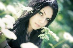 Νέο πορτρέτο γυναικών υπαίθρια Στοκ εικόνα με δικαίωμα ελεύθερης χρήσης