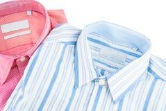 Νέο πουκάμισο - επιχειρησιακό πουκάμισο με ένα σχέδιο γραμμών Στοκ Εικόνα