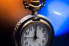 Νέο ρολόι έτους στο αφηρημένο υπόβαθρο Στοκ φωτογραφίες με δικαίωμα ελεύθερης χρήσης