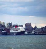 νέο σκάφος Υόρκη κρουαζιέρας Στοκ εικόνα με δικαίωμα ελεύθερης χρήσης