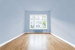 Νέο σπίτι, κενό δωμάτιο, χρωματισμένοι τοίχοι Στοκ φωτογραφία με δικαίωμα ελεύθερης χρήσης