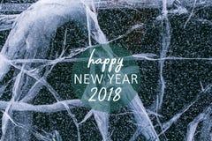 Νέο συγχαρητήριο μήνυμα έτους 2018 με μια σύσταση του μπλε πάγου νεράιδων της λίμνης Baikal με τις ρωγμές και τους παφλασμούς Στοκ Εικόνες