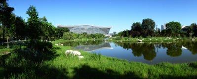 Νέο σφαιρικό κέντρο αιώνα, Chengdu, Sichuan, Κίνα ενάντια στους μπλε ουρανούς Στοκ Εικόνες