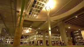 Νέο τερματικό Phuket διεθνές Arport είσοδος νύχτα κίνηση αργή φιλμ μικρού μήκους
