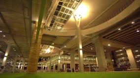 Νέο τερματικό Phuket διεθνές Arport είσοδος νύχτα 4K απόθεμα βίντεο