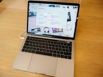Νέο υπέρ lap-top της Apple macBook Στοκ εικόνα με δικαίωμα ελεύθερης χρήσης