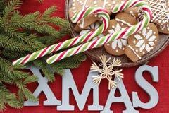 Νέο υπόβαθρο έτους ή Χριστουγέννων με τους κλάδους έλατου στοκ εικόνες