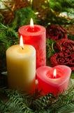 Νέο υπόβαθρο έτους και Χριστουγέννων με διακοσμημένο το κεριά χριστουγεννιάτικο δέντρο Στοκ φωτογραφίες με δικαίωμα ελεύθερης χρήσης