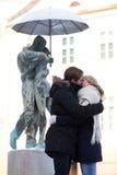 Νέο φίλημα ζευγών Στοκ Φωτογραφίες