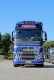Νέο φορτηγό δεξαμενών της VOLVO FH, μπροστινή άποψη Στοκ Εικόνες