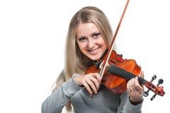 Νέο χαμογελώντας κορίτσι που παίζει το βιολί Στοκ φωτογραφία με δικαίωμα ελεύθερης χρήσης