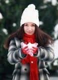 Νέο χιόνι εκμετάλλευσης γυναικών στο φοίνικα Στοκ φωτογραφία με δικαίωμα ελεύθερης χρήσης