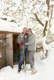 Νέο χιόνι καθαρίσματος ζεύγους Στοκ Εικόνες