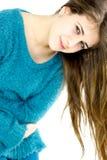 Νέο χλωμό κορίτσι με τον πόνο στομαχιών εμμηνόρροιας Στοκ φωτογραφία με δικαίωμα ελεύθερης χρήσης