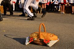 Νέο ψωμί στο φεστιβάλ συγκομιδών φθινοπώρου Στοκ εικόνες με δικαίωμα ελεύθερης χρήσης