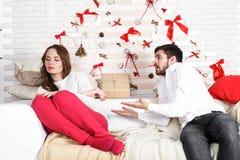 Νέο όμορφο ζεύγος της αγάπης του άνδρα και της γυναίκας Στοκ Εικόνα