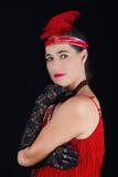 Νέο όμορφο κόκκινο φόρεμα ενδυμασίας ύφους brunette το 1920 και ένα Φε Στοκ Εικόνες