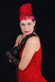 Νέο όμορφο κόκκινο φόρεμα ενδυμασίας ύφους brunette το 1920 και ένα Φε στοκ εικόνες με δικαίωμα ελεύθερης χρήσης