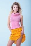 Νέο όμορφο ξανθό κορίτσι Στοκ εικόνα με δικαίωμα ελεύθερης χρήσης