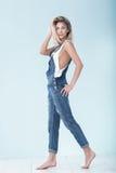 Νέο όμορφο ξανθό κορίτσι Στοκ φωτογραφία με δικαίωμα ελεύθερης χρήσης
