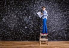 Νέο όμορφο σχολικό αγόρι Στοκ φωτογραφία με δικαίωμα ελεύθερης χρήσης