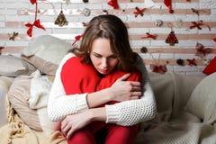 Νέο όμορφο λυπημένο κορίτσι brunette Στοκ φωτογραφία με δικαίωμα ελεύθερης χρήσης