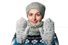 Νέο όμορφο χειμερινό πορτρέτο κοριτσιών στο άσπρο υπόβαθρο Στοκ Φωτογραφίες