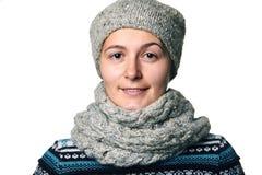 Νέο όμορφο χειμερινό πορτρέτο κοριτσιών στο άσπρο υπόβαθρο Στοκ Εικόνες
