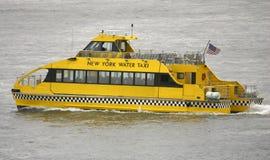 νέο ύδωρ Υόρκη ταξί στοκ εικόνες