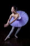 Νέο Ballerina που φορούν τα παπούτσια Pointe και Tutu στο χορό θέτουν Στοκ Εικόνες