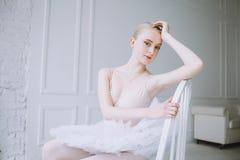 Νέο ballerina στην κατηγορία μπαλέτου στοκ εικόνες με δικαίωμα ελεύθερης χρήσης