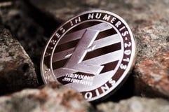 Νέο crypto νόμισμα, litecoin και χάρτης χρηματοδότησης αμοιβών υπολογιστών Στοκ Φωτογραφίες