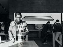 νέο iPhone 8 έθνους της Μέσης Ανατολής και iPhone 8 συν στη Apple ST Στοκ Εικόνες