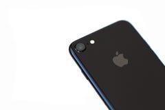 Νέο iPhone 7 αεριωθούμενο μαύρο Onyx στο απομονωμένο υπόβαθρο Στοκ Φωτογραφίες
