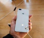 Νέο iPhone 8 και iPhone 8 συν στη Apple Store με την εκμετάλλευση iphon Στοκ Εικόνες
