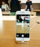 νέο iPhone 8 καμερών PP και iPhone 8 συν στη Apple Store Στοκ Φωτογραφίες