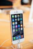 Νέο iPhone 6 συν στη στάση Στοκ εικόνα με δικαίωμα ελεύθερης χρήσης